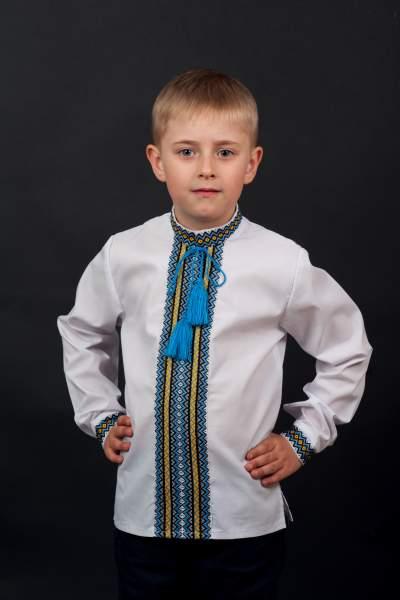 Вишиванка для хлопчика з нашивкою в національних тонах, арт. 0118