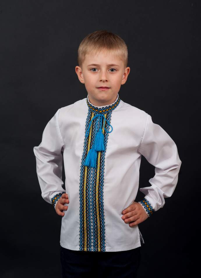 Вышиванка для мальчика с нашивкой в национальных тонах, арт. 0118