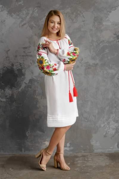Льняное белое платье с вышивкой (подсолнухи), арт. 4556