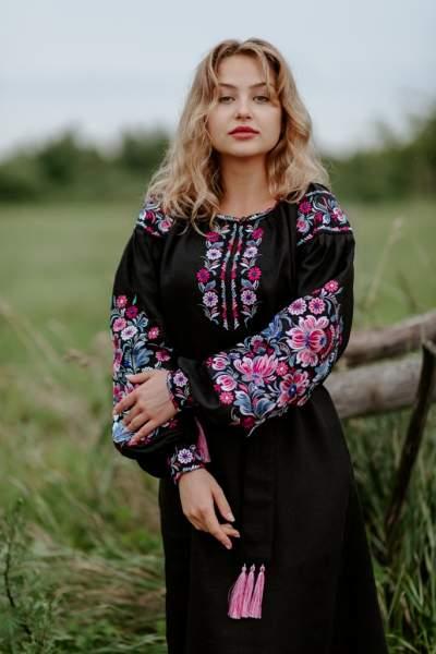Чорне лляне плаття з вишивкою, арт. 4506